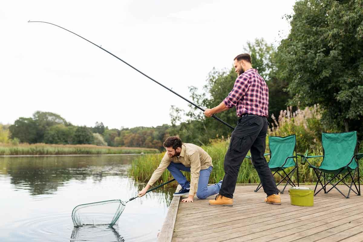 vakantiepark met viswater steiger